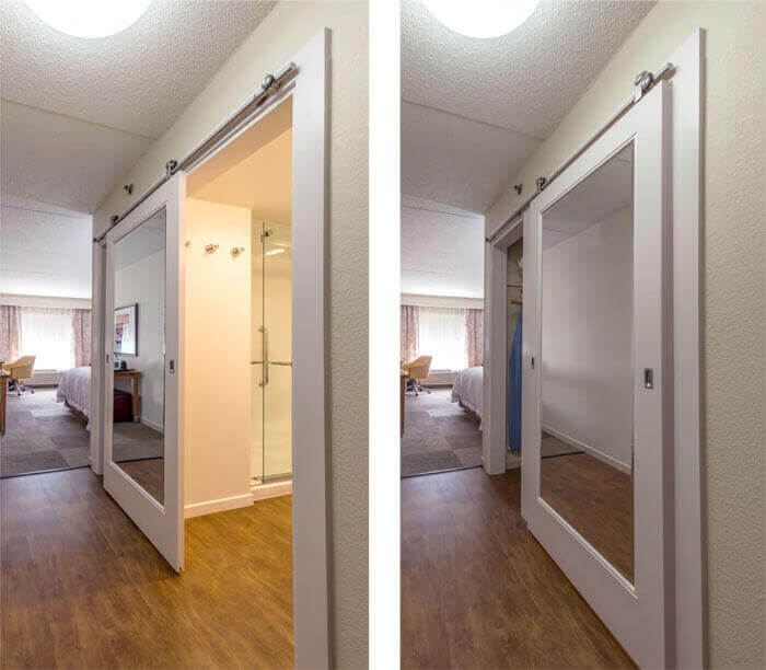 Hampton inn mirror inlay sliding barn door for bathroom for Miroir bois de grange