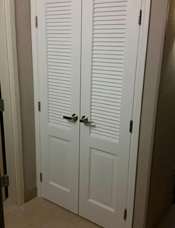 White Painted Double Closet Doors for Hotel Project