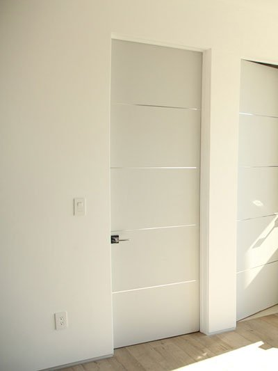 Prehung Primed Interior White Flush Wood Door With Paint Grade Jambs
