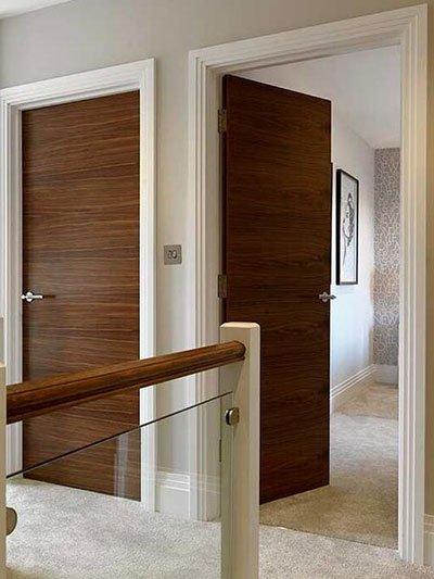 Walnut Veneer Solid Core Flush Wooden Door for Hotel
